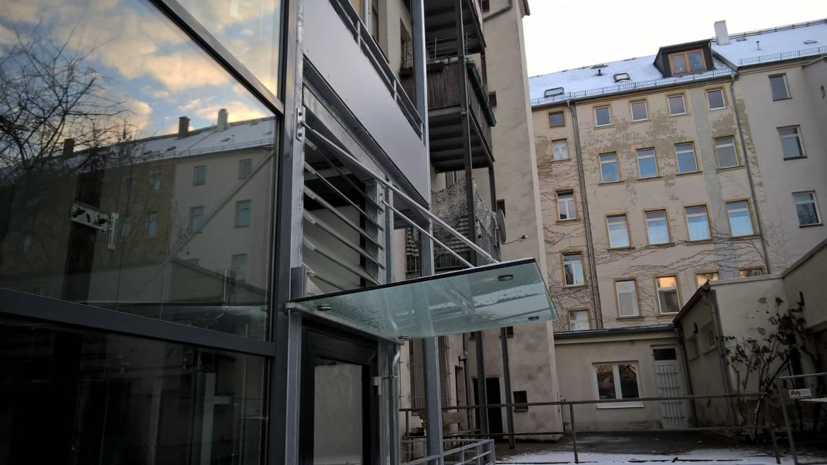 Glasvordächer an Wohnhäusern