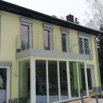 Balkongeländer und französische Fenstergitter