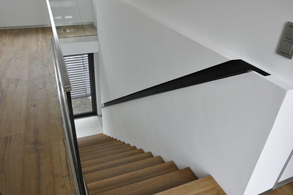 In der Wand eingelassener Wandhandlauf