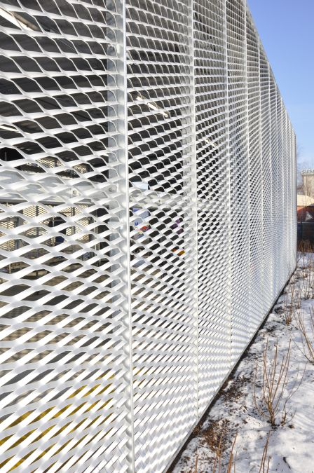 Kalthalle, Stahlkonstruktion mit Streckmetallfassade,<br> Schiebetoren mit Blechverkleidung und Dach aus Trapezblech