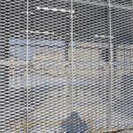 Kalthalle, Stahlkonstruktion mit Streckmetallfassade, Schiebetoren mit Blechverkleidung und Dach aus Trapezblech