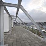 Terrassen und Balkongeländer mit Füllung aus Stäben, Edelstahlseilen und Glas